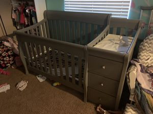 Baby crib with changing table for Sale in Mesa, AZ