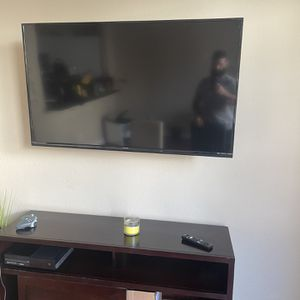 Sharp Aquos 55 And Inch LCD For Parts(Bad Screen) for Sale in Hollywood, FL