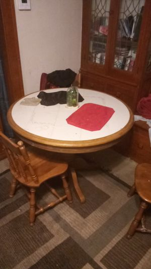 Nice round dining room table for Sale in Lakewood, OH