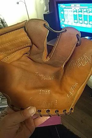 I believe it's a 1950's baseball glove for Sale in Wayne, MI