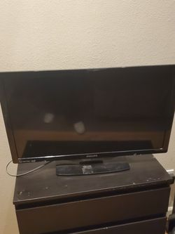 Tv and Nightstand for Sale in Vancouver,  WA
