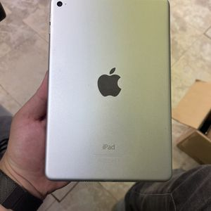 iPad Mini 4th Gen 128gb WiFi Only Silver for Sale in Fort Lauderdale, FL