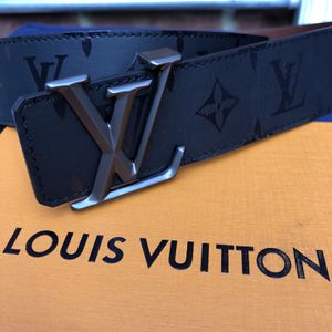 Louis Vuitton Belt Pyramid reversible Black and Brown size 110 cm, 38/40 inch waist for Sale in New York, NY