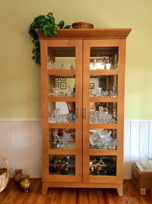 Wood curio cabinet for Sale in Easley, SC
