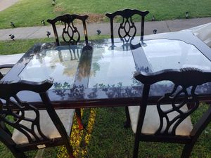 Dinning room table and chairs for Sale in Grand Prairie, TX
