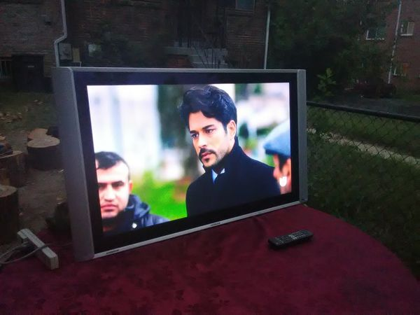 2 TVs with remote controls for $250
