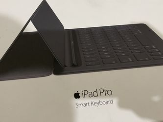 iPad Pro Smart Keyboard 12.9 for Sale in Chicago,  IL