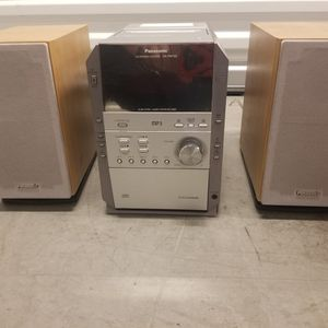 """Vintage""Panasonic Compact Stereo W/ CD changer for Sale in Los Angeles, CA"