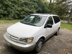 Toyota Sienna Xle 1998 for Sale in Kenosha, WI