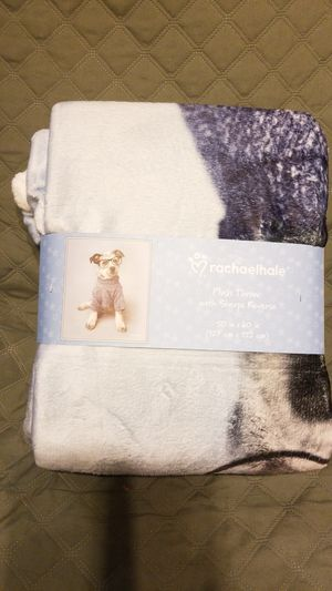 Unused New Plush Throw with Reverse Sherpa for Sale in Mesa, AZ