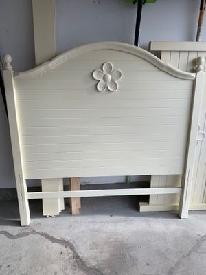 Girl's bed-full for Sale in Fountain, CO