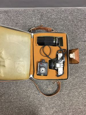 Minolta SRT 200 SLR Camera & Auto Promura 80-200mm Lens for Sale in Columbus, OH