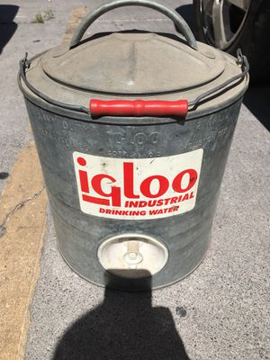 Vintage igloo cooler for Sale in North Las Vegas, NV