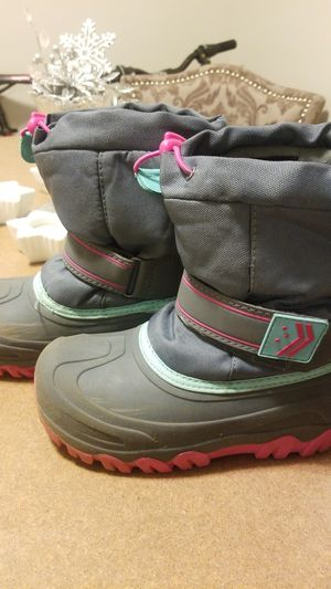 Girls winter boots size 1 for Sale in Minneapolis, MN