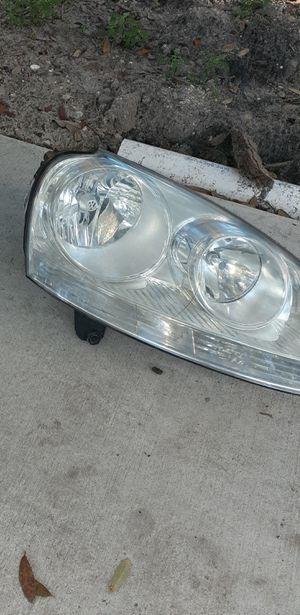 2009 vw jetta headlight for Sale in Brandon, FL