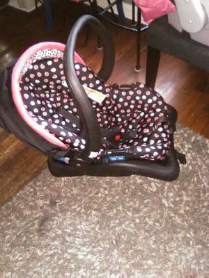 Baby car seat for Sale in Kansas City, KS