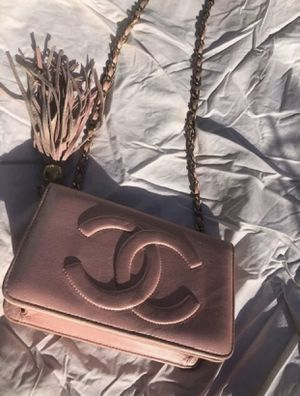 AUTHENTIC CHANEL VINTAGE 80s PINK AND GOLD LAMBSKIN MINI TASSEL SHOULDER BAG for Sale in San Clemente, CA