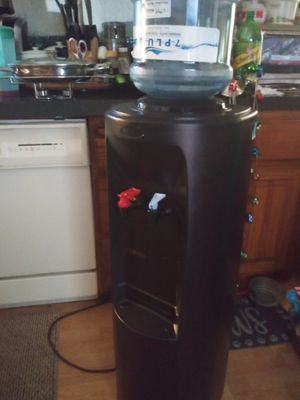Oasis water cooler cold and hot. Works well. for Sale in Mesa, AZ