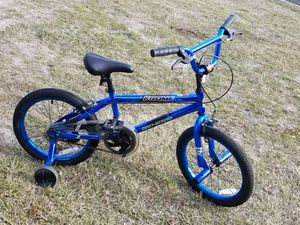 Boys bicycle with training wheels for Sale in Prineville, OR