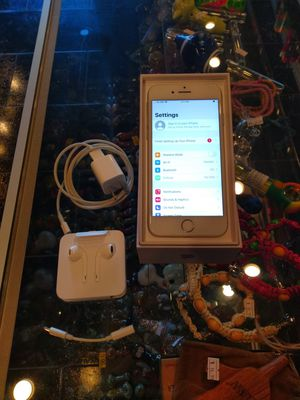 iPhone 8 64gb unlocked for Sale in Downers Grove, IL
