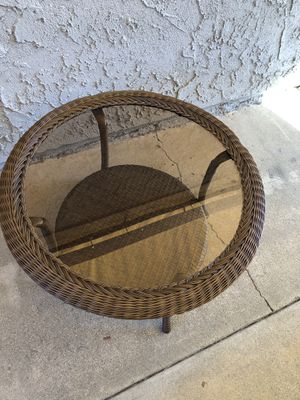 Hampton bay Cambridge brown round wicker outdoor patio furniture coffee table for Sale in Chino, CA