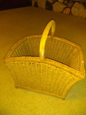 Large wicker basket for Sale in Pico Rivera, CA