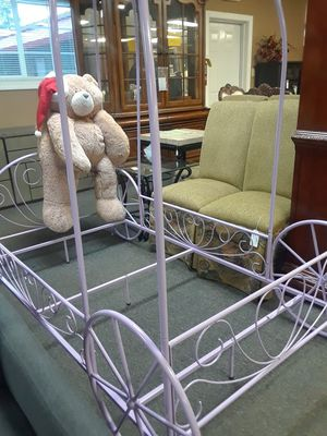 Pink Princess Carriage Bed for Sale in Chapin, SC