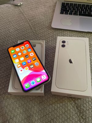 IPHONE 11 64 GB UNLOCK in a BOX for Sale in Annandale, VA