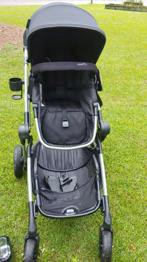 Evenflo pivot expand stroller with car seat attachments, stroller caddy and mirror for Sale in Columbia, SC