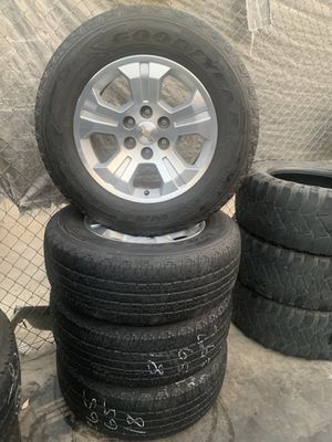 "SET OF FOUR 18"" CHROME OEM GMC RIMS for Sale in Visalia, CA"