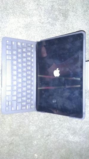 7th gen ipad with keyboard 128 gig for Sale in San Diego, CA