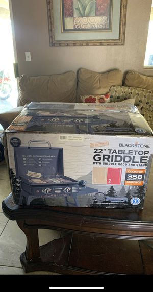 Blackstone 22 in. Griddle with Hood, Legs, and Bulk Adapter Hose $150 PRICE IS FIRM for Sale in North Las Vegas, NV