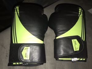 Proma gear boxing gloves for Sale in Phoenix, AZ