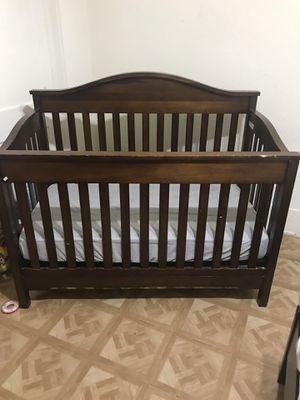Brown crib with mattress and changing table for Sale in Fort Worth, TX