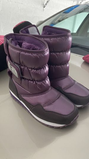 Kid snow boots and ski jacket for Sale in Miami Beach, FL