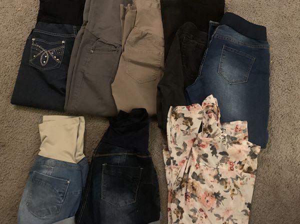 Lot of maternity clothes xl