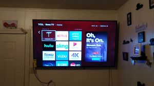 "65"" TCL 4K UHD w / Roku Tv for Sale in Visalia, CA"