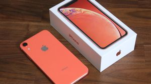 IPHONE XR CORAL 64 GB FACTORY FREE for Sale in Lorton, VA