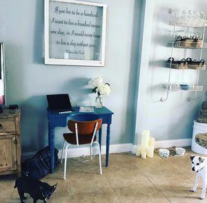 Little blue writing desk. for Sale in Oakland Park, FL
