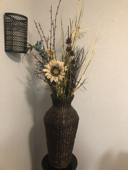 Large vase with flowers for Sale in Winter Haven,  FL