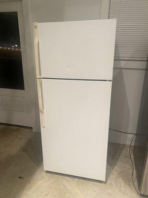Refrigeradora en muy buen estado for Sale in Herndon, VA
