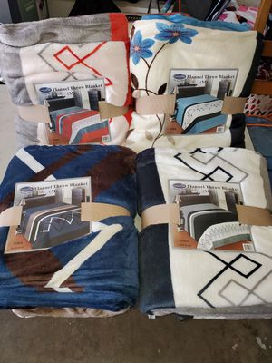 Flannel throw blankets KING SIZE $13 for Sale in Moreno Valley, CA