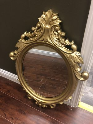 Antique light-weight plastic gold mirror for Sale in San Marcos, CA