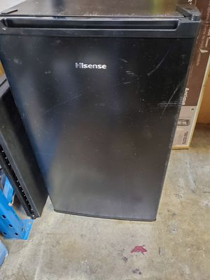 Hisense mini fridge with freezer for Sale in Escondido, CA