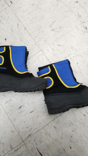 ITASCA SNOW BOOTS SIZE 4 for Sale in Atlanta, GA