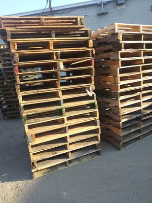 Buying pallets for Sale in Indianapolis, IN