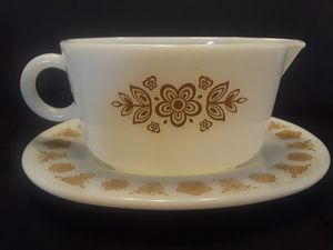 Pyrex Butterfly Gold Gravy Boat & Saucer for Sale in El Paso, TX