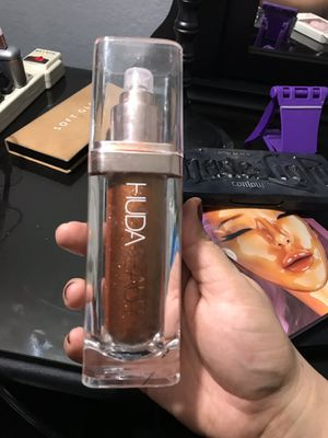 HUDA BEAUTY. Body highlighter for Sale in Fontana, CA