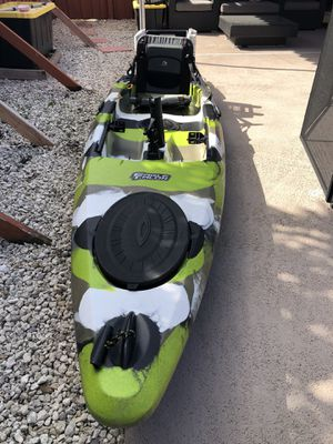 Field & stream eagle talon 12, great kayak +extras ready to go fishing for Sale in Miami, FL