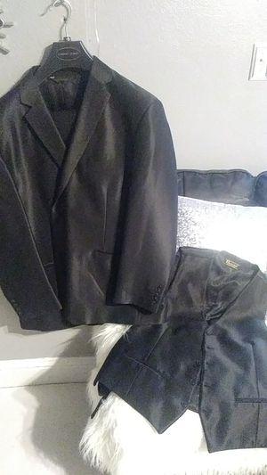 Traje completo zise mediano nuevo no se uso incluye todo pantalon 3 piesas for Sale in Tracy, CA